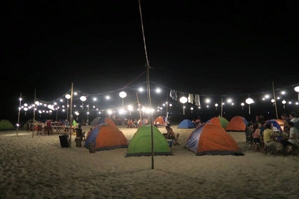 Khung cảnh căm trại về đêm tại Cảnh Dương Beachcamp