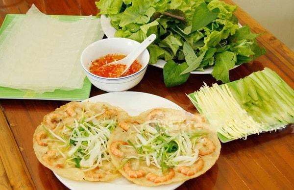 Đặt vé máy bay đi Quy Nhơn - Ăn bánh xèo tôm nhảy rau mầm